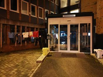 NATTAKSJON: Natt til 1. november aksjonerte Gran/Brandbu bygdeungdomslag utenfor Lunner rådhus. Foto: Privat