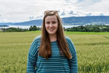ENGASJERT: Amalie Rustand Bøhn (21) sier at man ikke binder seg til noe hvis man melder seg inn i et bygdeungdomslag. – Du har valgfrihet til å velge hva du vil være med på, sier hun. Foto: Karine Jonsrud Pedersen