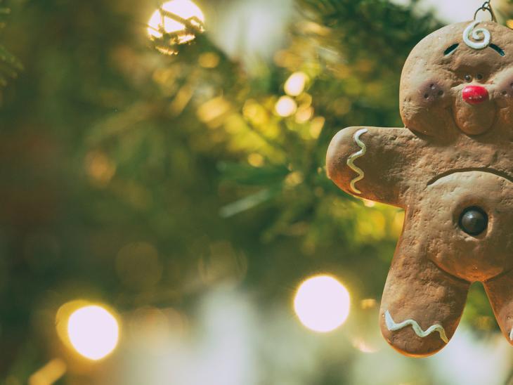 Julekaker er et av våre julegavetips. Deilig å få, hyggelig og personlig å gi bort. Illustrasjonsfoto: Aaron Burden, Unsplash.com