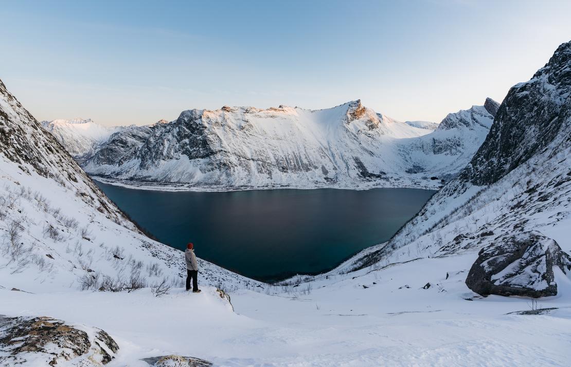 Naturen er sårbar for plastforurensingen. Du kan gjøre mye i hverdagen for å unngå at plast havner i fjordene, havet, vassdrag og innsjøer. Foto: Unsplash