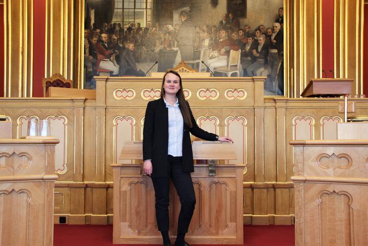 - Demokratiet er ingenting uten folk som bryr seg, sier politiker Marit Knudsdatter Strand. Foto: Emma Gerritsen